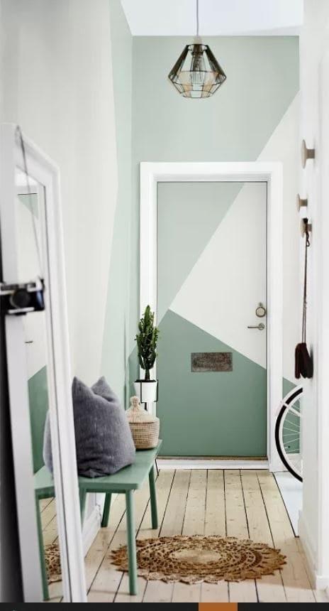 Decorar puertas con pintura de forma geométrica